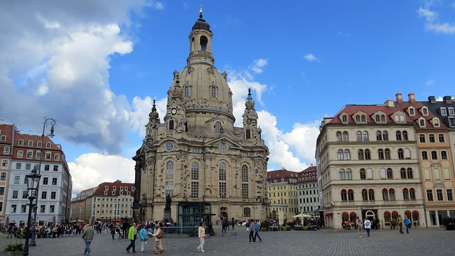 Fahrschule in Dresden finden