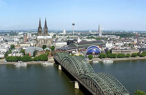 Fahrschule in Köln finden